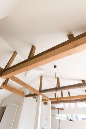 逗子の平屋をリノベーション古い梁のぬくもりが心地良い北欧の家具が