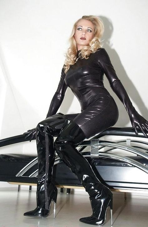 Heike Fetish Queen In Black Spandex Catsuit Gloves And Patern Leather Charoled Over The Knee Boots