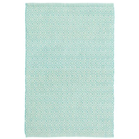 Give Your Favorite Room A Modern Twist With This Peppy Diamond Pattern Indoor Outdoor Rug The Pee Adds Subtle Graphic Eal To Any