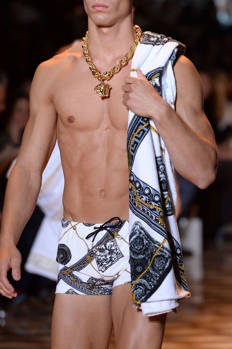 "monsieurcouture: "" Versace S/S 2015 Menswear Milan Fashion Week "" GMM Versace Fashion, Versace Men, Gianni Versace, Fashion Week, Boy Fashion, Mens Fashion, Ss15 Fashion, Fashion Styles, Milan Fashion"