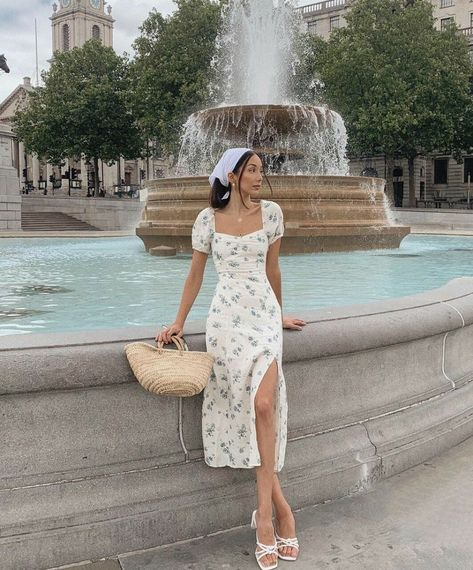Uploaded by s a j e d a. Find images and videos about fashion, cute and beautiful on We Heart It - the app to get lost in what you love. Cute Casual Outfits, Pretty Outfits, Pretty Dresses, Stylish Outfits, Beautiful Dresses, Casual Dresses, Girl Outfits, Fashion Outfits, Summer Dresses