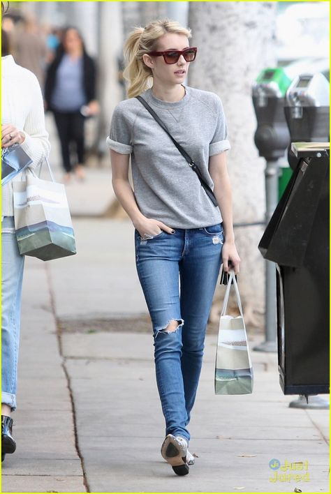 Emma Roberts Gets Her Shop On After People's Choice Awards Nomination Announcement: Photo #889305. Emma Roberts dresses down for a little retail therapy in Los Angeles on Tuesday afternoon (November 3).    The 24-year-old actress was just announced as a nominee…