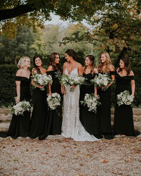 Lovely Leaves: Favorite Bouquets 2018 - Classic Black and White Wedding, Black Bridesmaid Dresses, White and Green Wedding Flowers Black Bridesmaids, Black Bridesmaid Dresses, Bridesmaids And Groomsmen, Wedding Bridesmaids, Wedding Dresses, Party Dresses, Black And White Wedding Theme, Green Wedding, Wedding Colors