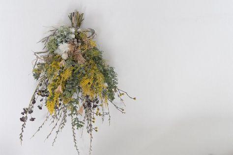 ミモザとネコヤナギ 春色 スワッグの画像1枚目 季節の生花種類