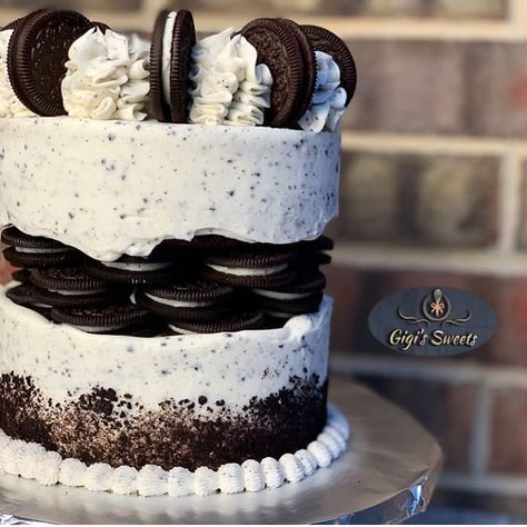 BEAUTIFUL YUMINESS😍😍😍 YAAYY OR NAAYY? @gigissweets_ ____________  ALL RIGHTS RESERVED TO THE RESPECTIVE OWNERS  _________  #Cakebakeoffng…