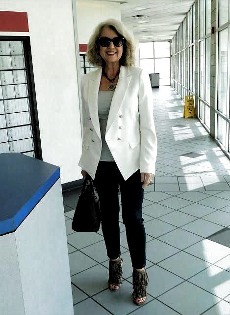 over 50 spring outfits women 1666 #over50springoutfitswomen #fashionover50womenover50simple #womensfashionover40classyoutfit