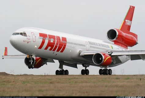 TAM  McDonnell Douglas MD-11  (airliners.net)