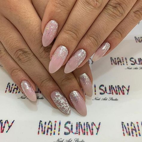 pink nail colors, pink nails with glitter accents, glitter nails, nail art designs, best glitter nails, bridal nails 2020, wedding nails 2020