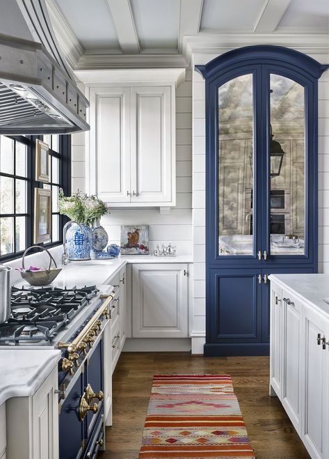 Designer Matthew Quinn Calls on Modern Elements Like Bold Color to Put a Twist on the Traditional Kitchen — Traditional Home Traditional Home Magazine, Traditional Interior, Traditional House, Traditional Kitchens, Modern Traditional Decor, Traditional Decorating, Traditional Design, Neutral Kitchen Designs, Interior Design Kitchen