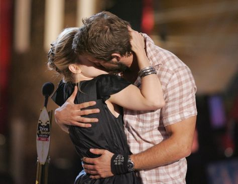 Pin for Later: Before Blake: 22 Ryan Reynolds Moments You May Have Forgotten When He Made Out With Rachel McAdams at the 2005 Teen Choice Awards