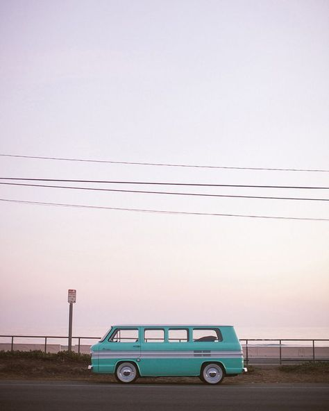 The pastel sunsets and miles of glittering ocean are usually the main attraction on Malibu's Pacific Coast Highway—but on one particular Sunday, this turquoise bus stole the show. Light Blue Aesthetic, Blue Aesthetic Pastel, Beach Aesthetic, Travel Aesthetic, Aesthetic Vintage, Simple Aesthetic, Summer Aesthetic, Aesthetic Pastel Wallpaper, Retro Wallpaper