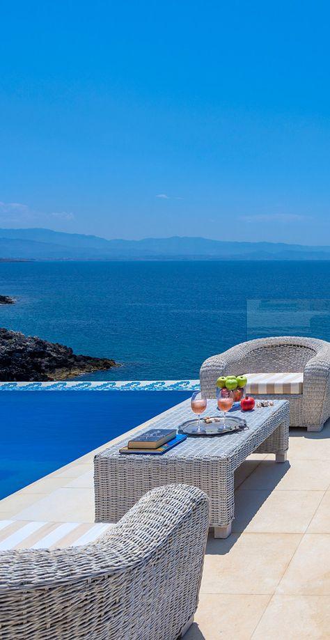 Villa Chrissi in Tersanas, Chania, Crete: Ah ha, it's apero time, bring the ouzo, please....