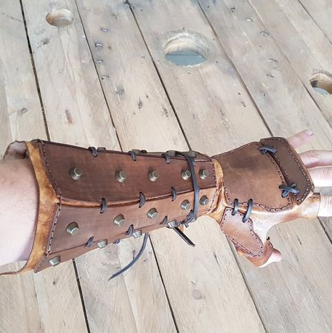 Samurai Leather bracers, larp or cosplay leather and metal bracers for fantasy cosplay, accurate replica.