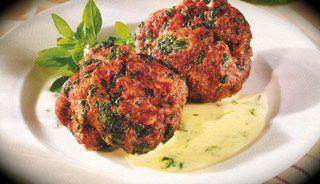 Boulettes de viandes hachée aux épinards, sauce fromage basilic #recettesduqc  #souper #comfortfood