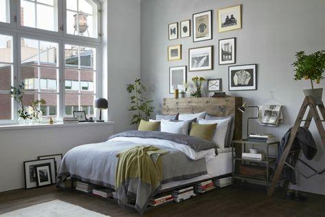 Testata letto in legno, letto in pallet, parete di colore ...