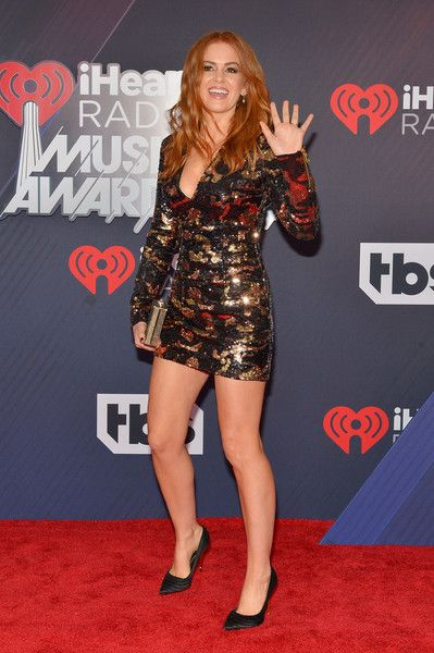 Isla Fisher arrives at the 2018 iHeartRadio Music Awards which broadcasted live on TBS, TNT, and truTV at The Forum.