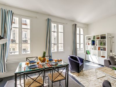 Large Apartment In Full Center Of Paris Near The Seine And Chatelet Chatelet Bath Towels Luxury Home Decor