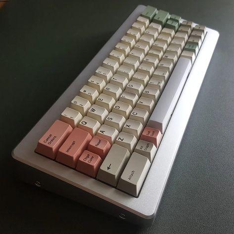 KBParadise V60 Vintage 60% Mechanical Keyboard (Matias Click)
