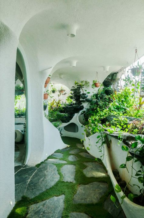 Garden room landscaping A Verdant Landscape Breathes Life into a One-Bedroom Apartment in a Suburb of Mumbai Maison Earthship, Earthship Home, Earthship Design, Organic Architecture, Futuristic Architecture, Interior Architecture, Futuristic Interior, Architecture Panel, Drawing Architecture