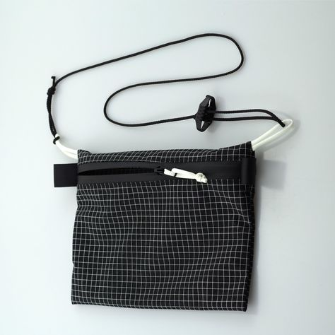 Ripstop Dyneema Pochette for hiking or everyday carry. This Dyneema Ripstop sacoche is perfect to be used as a everyday carry pouch. It is your best companion to keep.
