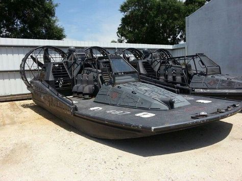 And air boat for Jeff. Stealth Air Boat, for special ops. or just tons of fun in the everglades Hors Route, Amphibious Vehicle, Bug Out Vehicle, Boat Stuff, Speed Boats, Armored Vehicles, Boat Building, Water Crafts, Tactical Gear