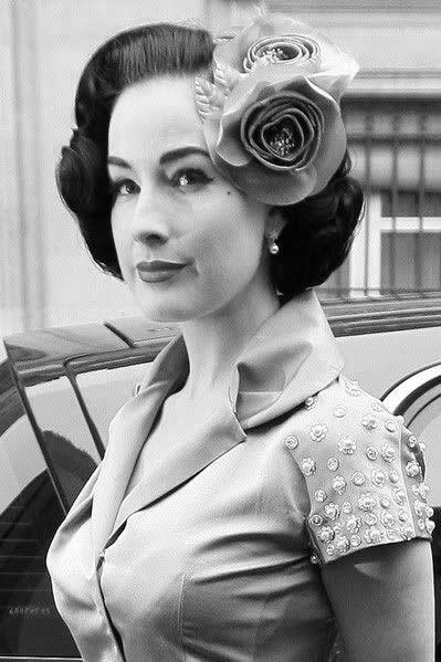 1940er Frisuren Fur Frauen Uber 40 Frisuren Gram 2018 1940er Frisuren Blumen Im Haar Stilvolle Mode