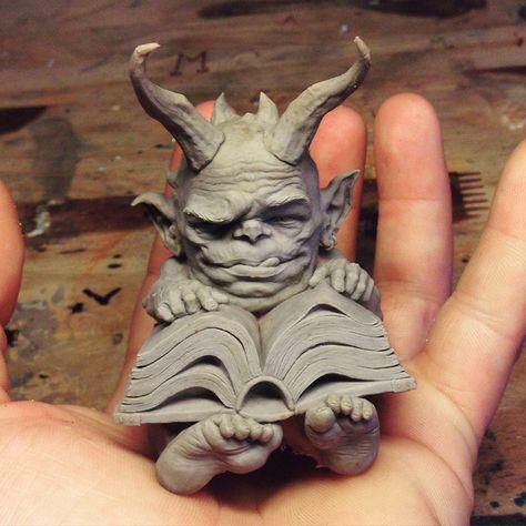 Troll Gnom mit ***finger und Hörnern Skulptur Steinfigur Guss Garten Outdoor NEU
