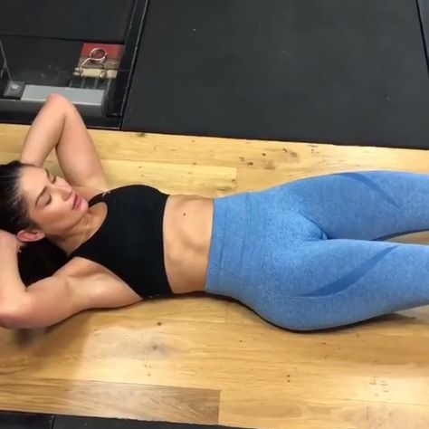 Crunch it! Get motivated with this ab blasting workout! Wearing the Highwaisted Seamless Leggings #Gymshark #Exercise #Abs #Sweat #Gym #Fitness #Workout #Core #Burn #Motivation #Inspiration #Seamless #Highwaisted