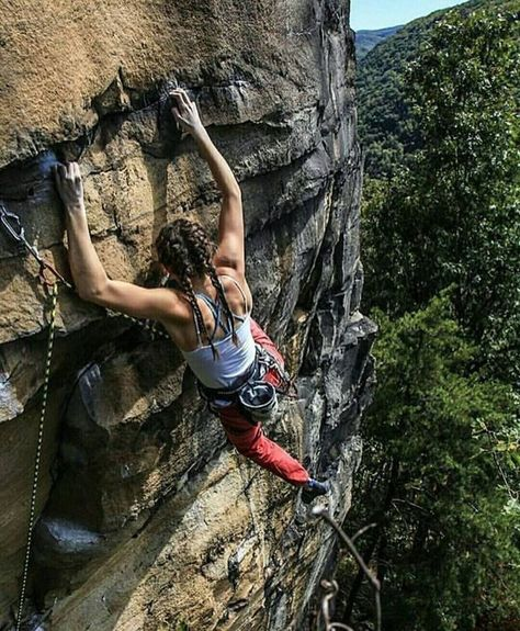 ♥ Rock climbing woman on lead. ♥ Rock climbing woman on lead. Rock Climbing Training, Rock Climbing Workout, Rock Climbing Gear, Sport Climbing, Climbing Girl, Climbing Outfits, Ice Climbing, Mountain Biking, Rock Climbing
