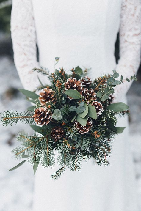 Pine cone wedding bouquet for winter wedding wedding winter Christmas Wedding Bouquets, Red Bouquet Wedding, Winter Wedding Decorations, Bridesmaid Bouquet, Winter Weddings, Romantic Weddings, Christmas Wedding Pictures, Church Weddings, Christmas Flowers