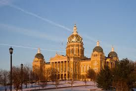 Facebook Twitter 1 Google+ Pinterest 8 StumbleUpon Tumblr Des Moines, the capital city of Iowa, has 10 free things to do that will help you have an affordable family vacation. Des Moines regularly pops up on the business and political radar. It is considered one of the foremost locations for basing an insurance company and …