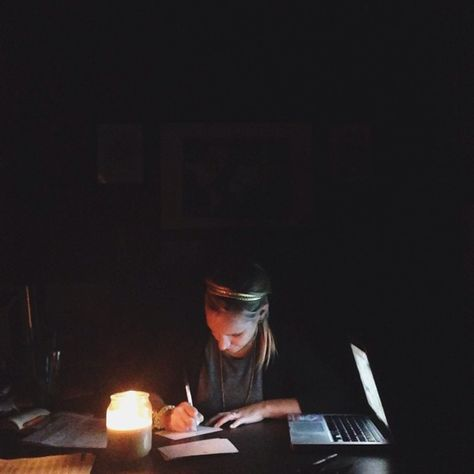 Power outage at the office means this week's thank you notes are being written by candlelight! - Lizzie ✒️ #marketcolors