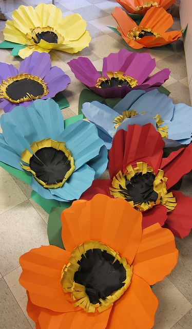 Make some giant paper flowers - DIY poppies! #paperflowers #papercraft
