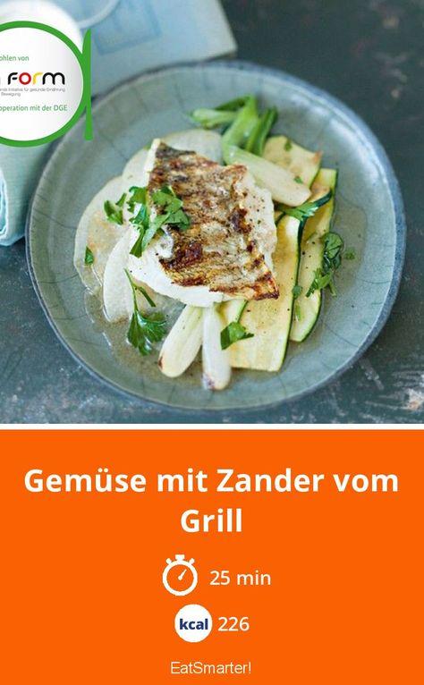 Grillen auf leichte Art: Gemüse mit Zander vom Grill - kalorienarm - schnelles Rezept - einfaches Gericht - So gesund ist das Rezept: 9,9/10 | Eine Rezeptidee von EAT SMARTER | Diät, Eiweißreich, Eiweißreiche Gerichte mit Fisch, Gesunde Ernährung, IN FORM, Low Carb, Low Carb Abendessen, Low Carb Mittagessen, Low Carb-Fischrezepte, Grillen, Vintage, Fisch #fisch #gesunderezepte
