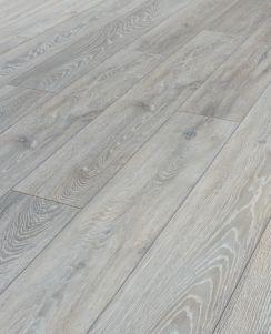 Pin By Fatima Bachir On Para La Parcela In 2020 Laminate Flooring Oak Laminate Flooring Oak Laminate