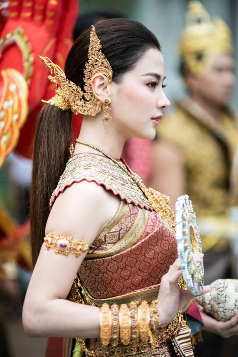 Extreme beauty of 'Thungsa goddess' in Songkran 2019 in Thailand - Guardien Mag