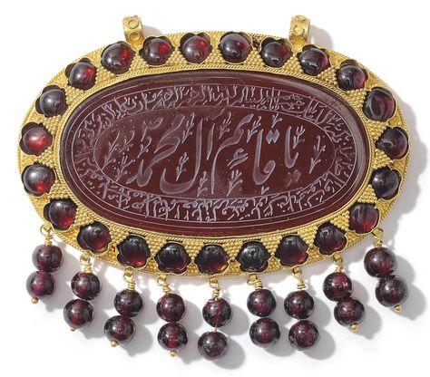 A LARGE GOLD-MOUNTED CARNELIAN INTAGLIO QAJAR IRAN, 19TH CENTURY