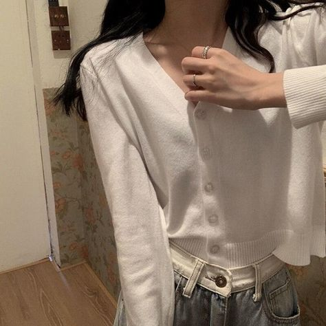Korean Style V-neck Knitted Sweaters Women Casual Thin Single-breasted Cardigan 2021 Autumn Fashion Long Sleeve Solid Sweater One Size-white