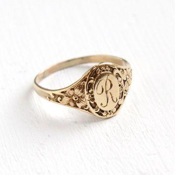 Antique Art Deco Monogrammed R Yellow Gold Ring - Vintage Flower Size . - Antique Art Deco Monogrammed R Yellow Gold Ring – Vintage Flower Size 4 Etched Initial - Art Deco Jewelry, Gold Jewelry, Jewelry Rings, Jewelry Accessories, Fine Jewelry, Gold Bracelets, Diamond Earrings, Jewellery Earrings, Trendy Jewelry