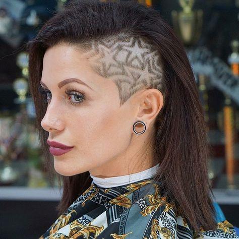 Mittelanges Haar Sidecut Sternchen Frauen Frisurentrends