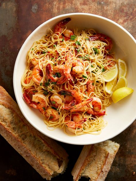 Making dinner doesn't have to take all night. These quick and easy pasta recipes can be on your table in 20 minutes or less! #pastarecipe #quickdinner #easymeals #dinnerideas #quickandeasyrecipe #bhg