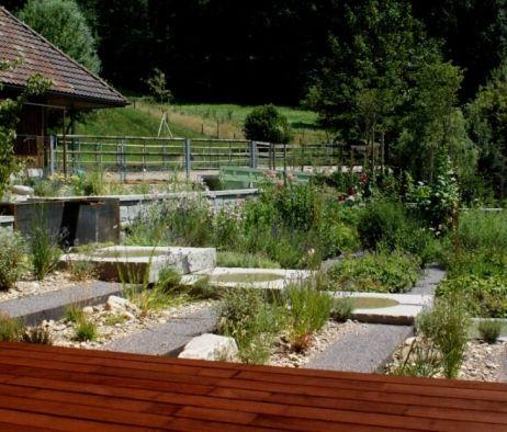 Brunnen, Portrait Bauerngarten, Stahlbrunnen mit Wasserlauf - wasserlauf im garten