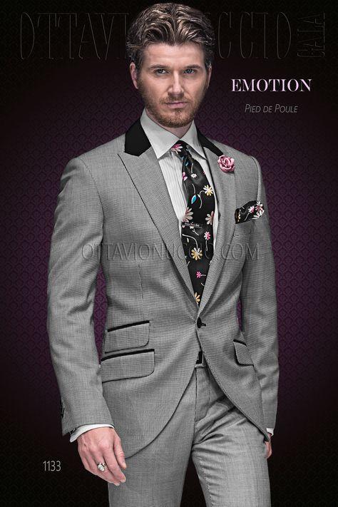 Traje esmoquin italiano de jacquard gris. Solapa chal de raso negro con 1  botón 2905f53f12f