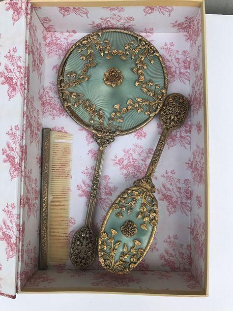 Victorian 1890 Vanity Dresser Box – Rare Theme – Sportive Women with Racket Antique Vanity, Vintage Vanity, Antique Mirrors, Antique Art, Vanity Set, Vanity Ideas, Vintage Love, Vintage Beauty, Objets Antiques