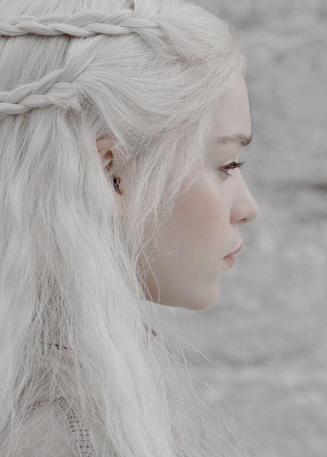 Emilia Clarke Daenerys Targaryen Game of Thrones Daenerys Targaryen Aesthetic, Emilia Clarke Daenerys Targaryen, Game Of Throne Daenerys, Photographie Portrait Inspiration, Game Of Trones, Khal Drogo, Throne Of Glass, Mother Of Dragons, Valar Morghulis