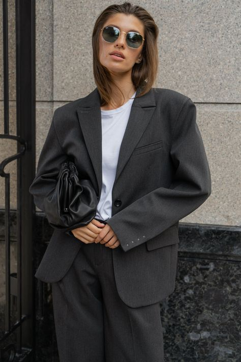 Oversized Blazer from Moscow-based designer yuliawave is now available at our online-store in the USA #blazer #suit #womenblazer #womensuit #oversized #oversizedblazer #graysuit #businesswoman #business