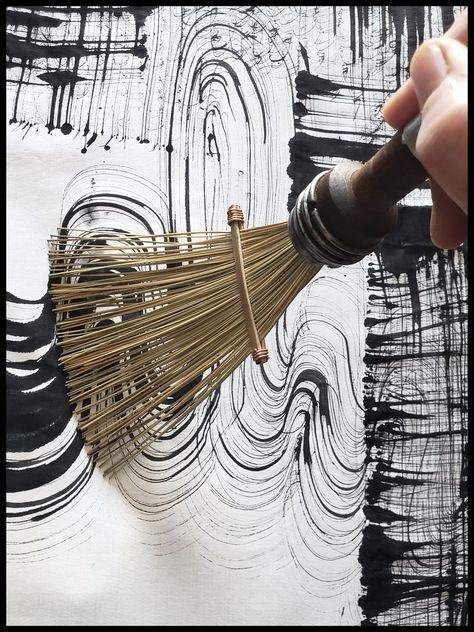 African Fiber Fan Paint Brush with Vintage Quill Bobbin Spool Handle This listin . African Fiber Fan Paint Brush with Vintage Quill Bobbin Spool Handle This listing is for a made to Fabric Painting, Painting & Drawing, Painting Inspiration, Art Inspo, Art Plastique, Paint Brushes, Painting Techniques, Diy Art, Art Lessons