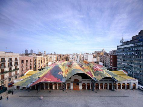 Un marché : Mercat Santa Caterina http://www.vogue.fr/voyages/adresses/diaporama/bonnes-adresses-de-barcelone-htels-restaurants-bars/19904/carrousel/1/plein-ecran#un-march-mercat-santa-caterina