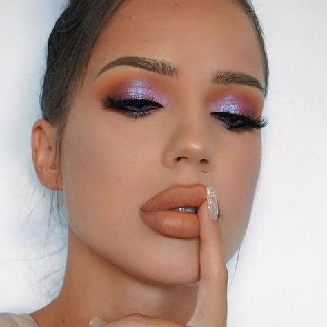 21 Easter makeup looks that celebrate your love & passion for pastels Rock the Easter Party with the best themed makeup. Check out the perfect Easter Makeup looks / ideas & pastel eye makeup ideas for spring & easter season. Beautiful Eye Makeup, Cute Makeup, Awesome Makeup, Easy Makeup, Red Makeup Looks, Party Makeup Looks, Glam Makeup Look, Stunning Eyes, Makeup Inspo