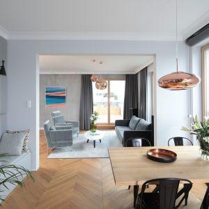 Nowoczesna Kuchnia Polaczona Z Jadalnia Zobacz Piekny Projekt Home Decor Home Furniture